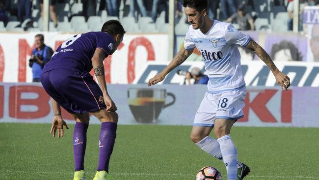 Lazio tropeça em seus próprios erros e cede virada à Fiorentina