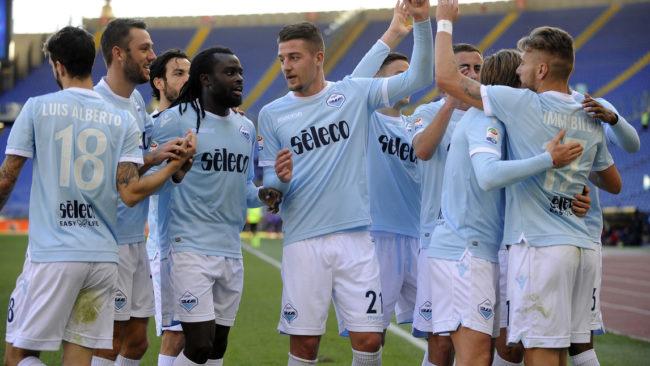 Lazio desencanta no segundo tempo e goleia Crotone